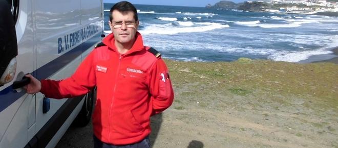 Bombeiro que arriscou a vida a salvar jovem banhista recebe prémio do ano