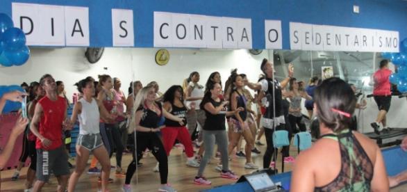 Alunos e convidados durante aula de ritmos (Foto: Thiago Melo)