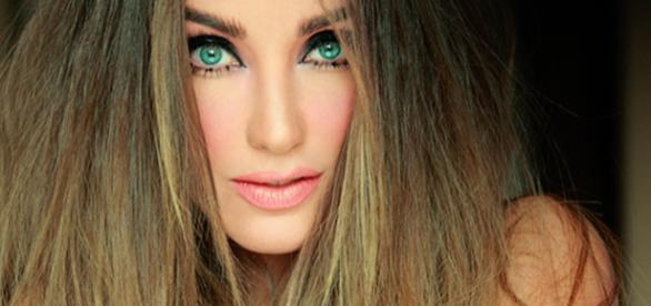 Capa do novo álbum de Anahí 'Inesperado'.