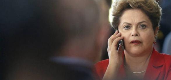 Dilma é acusada de espionar Michel Temer