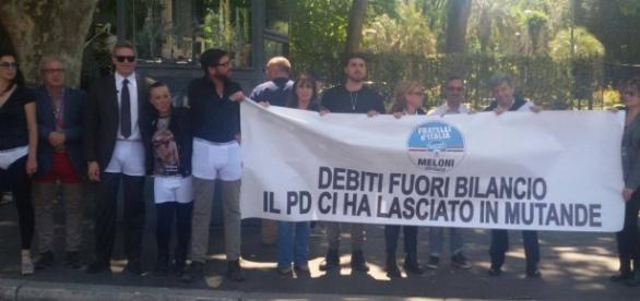 Manifestazione a Roma di Fratelli d'Italia per debiti fuori bilancio