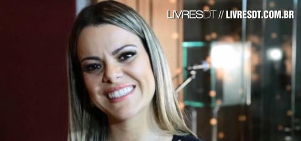 Cantora publica novo vídeo na internet
