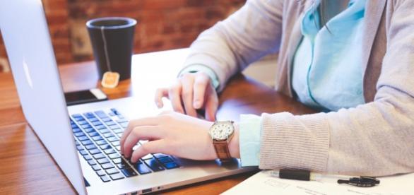 Descubra agora como otimizar sua rotina de trabalho. (Photo via VisualHunt)