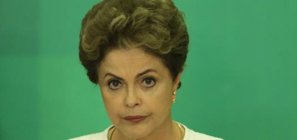 Dilma Rousseff é chamada de ex-presidente