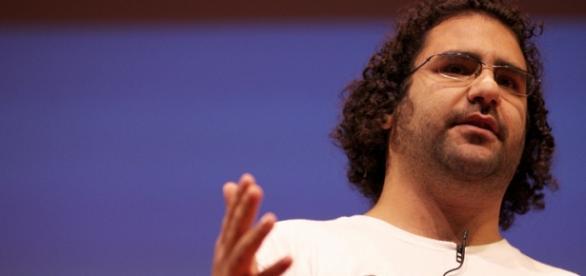 Il blogger Alaa Abd El Fattah prima dell'arresto