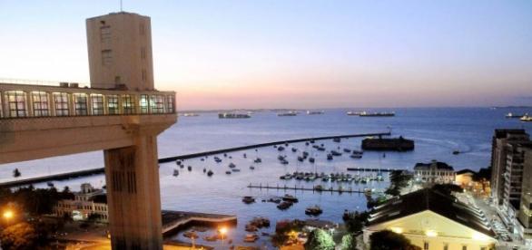 A tocha olímpica chegou na cidade de Salvador.
