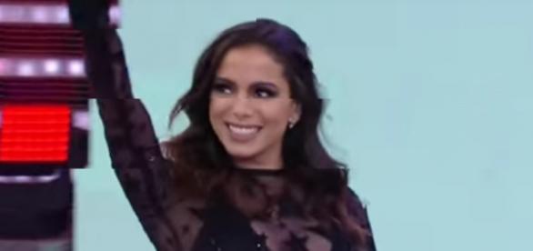 Anitta é surpreendida por fã. Reprodução/Youtube