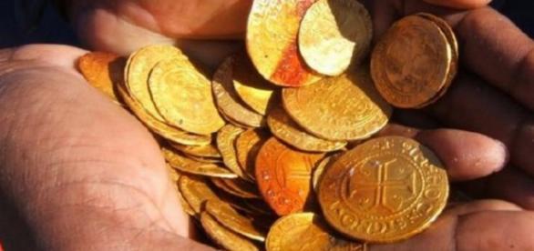 Comoara de aur descoperita in desert