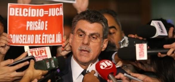 """Romero Jucá, anunciando que se """"licenciará"""""""
