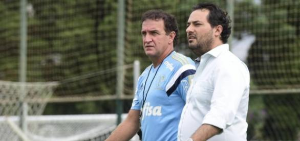 Alexandre Mattos e Cuca caminham na Academia de Futebol (Foto: Cesar Greco/Ag Palmeiras)