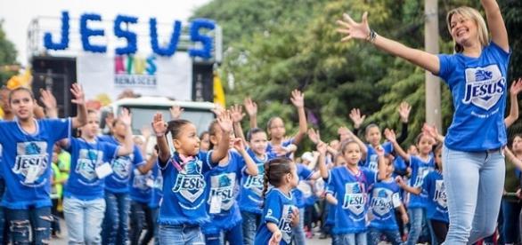 Em 2015, crianças abriram a edição da Marcha para Jesus, em São Paulo