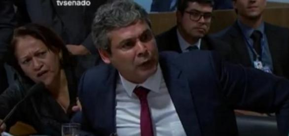 Lindbergh Farias se irrita em comissão do Senado