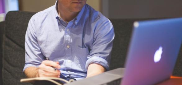 Melhore seu currículo com cursos online gratuitos