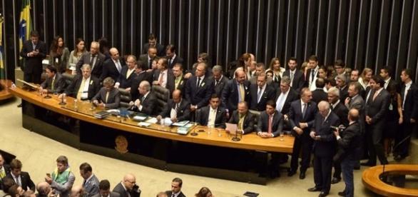 Senadores de cinco partidos entram em representação contra Romero Jucá (Fonte: R7)