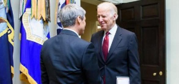 Dacian Cioloş şi Joseph Biden după întâlnirea din SUA