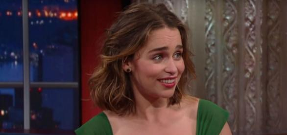 Emilia esteve no 'The Late Show with Stephen Colbert' (Foto: CBS/Youtube)