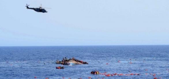 La Guardia Costera italiana rescató a 130 náufragos este viernes