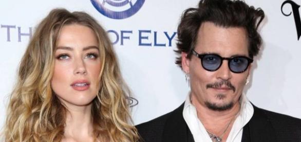 A separação do casal teria como pivô Cara Delevingne, com quem Amber Heard teria um caso.