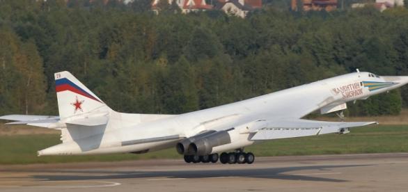 https://commons.wikimedia.org/wiki/File:Tu-160_at_MAKS_2007.jpg