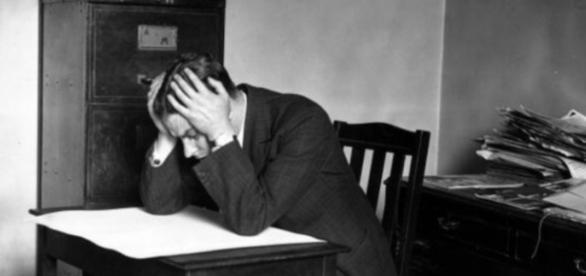 Angajatul care acuză firma că s-a plictisit la muncă