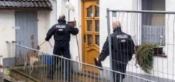 La policía investiga las afirmaciones de que una 3ª mujer mueriese en la casa en Hoexter