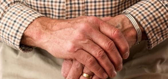 Para STJ, aposentados por idade não possuem direito ao acréscimo de 25%