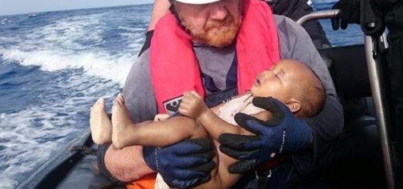 Bebê com menos de 1 ano resgatado sem vida