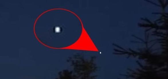 Objeto voador não identificado durante a madrugada, por meio de um aparelho celular