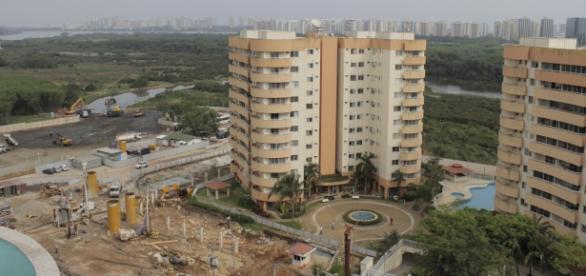 Obras na Vila do Pan, no Rio, para estabilização do solo estão mais lentas.