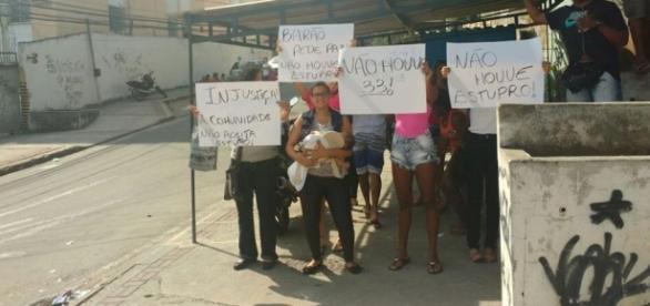 Amigos e parentes do acusado fizeram um protesto dizendo que não houve estupro