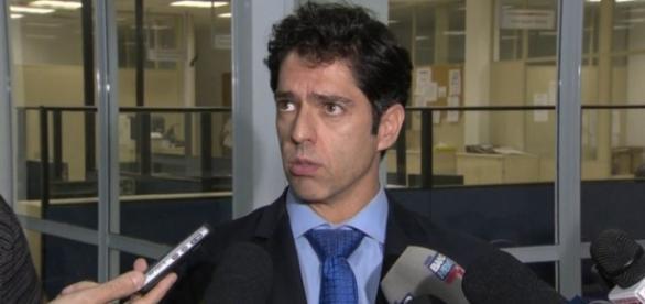 Delegado Alessandro Thiers foi afastado do caso de estupro coletivo, no Rio