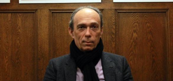 El físico cuántico, Marc Henry, investiga el proceso homeopático