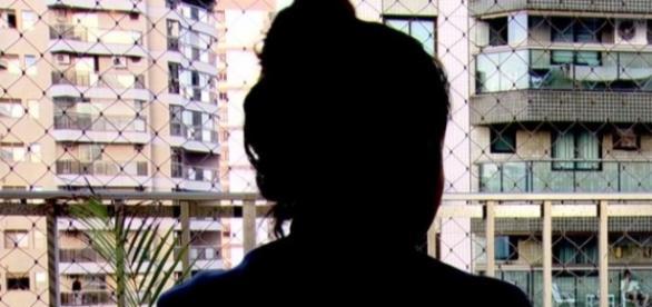 """Jovem vítima de estupro no Rio falou ao """"Fantástico"""" sobre a violência que sofreu (Reprodução/Globo)"""