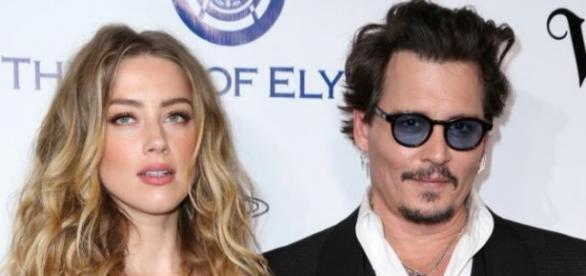 O casamento revelou problemas após rumores de traição de Amber Heard com Cara Delevingne.