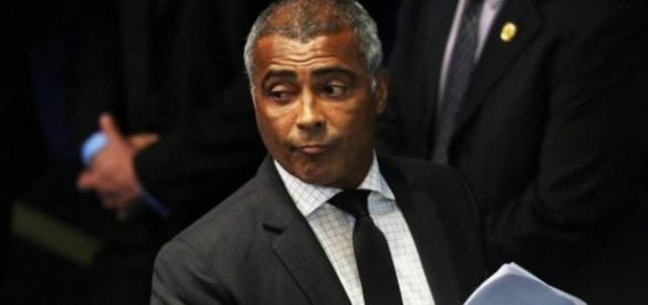 Romário ameaça mudar voto do impeachment