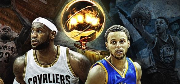 Stephen Curry (derecha) buscará igualar en campeonatos a toda una leyenda de la última década, LeBron James (izquierda)