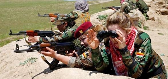 Combatentes femininas na luta contra a opressão do califado