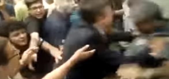 Deputado agride policial na assembleia legislativa de São Paulo