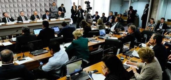 Especialista dizem que Dilma não cometeu crimes