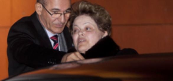Dilma Rousseff aparenta ter frio - Imagem/Google