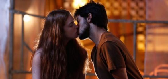 Jonatas e Eliza se entregam ao amor