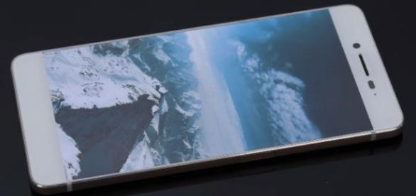 Ulefone Future, sin rastros de marcos laterales en su diseño, único en su clase
