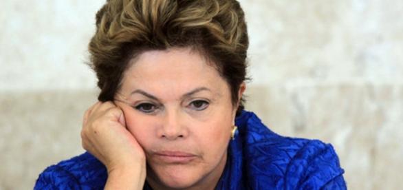 Dilma acaba isolada quando mais precisa de apoio