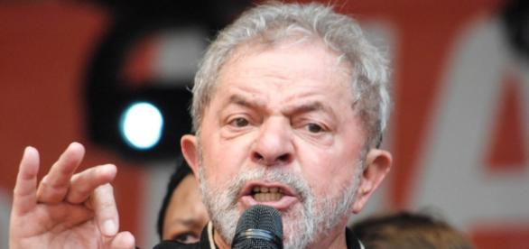 Ex-presidente Lula está preocupado com os desdobramentos das investigações sobre corrupção nas apurações da Polícia Federal.