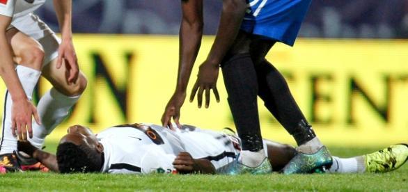 Patrick Ekeng caiu desacordado após 7 minutos em campo