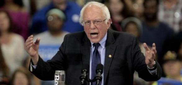 Bernie Sanders en un acto de su campaña
