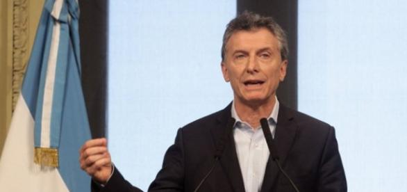 Después de negar la ola de despidos, Macri convocó a empresarios