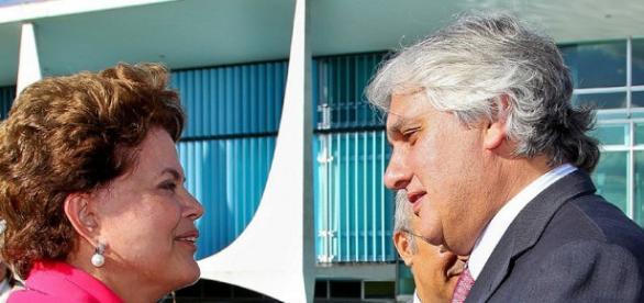 Dilma Rouseff com o então lider do governo no Senado, Delcídio Amaral