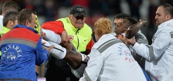 El camerunés Patrick Ekeng falleció durante el partido entre el Dinamo de Bucarest y el Viitorulen Constanta