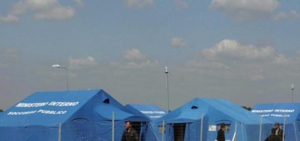 L'UE ha deciso di inviare agenti antiterrorismo nei campi profughi di Italia e Grecia